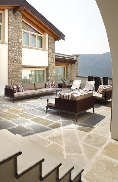 Arredo villa sul lago d 39 iseo for Villa arredamenti